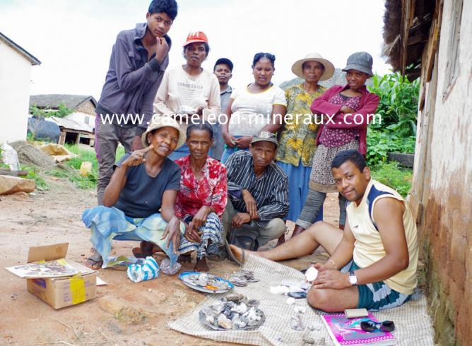 Négociations avec les villageois sur le prix des pierres